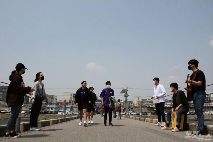 강릉하모니커뮤니티의 거리사역모습(사진=강릉하모니커뮤니티제공)