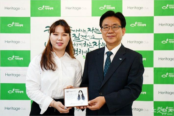 차은혜 양과 기아대책 유원식 회장.