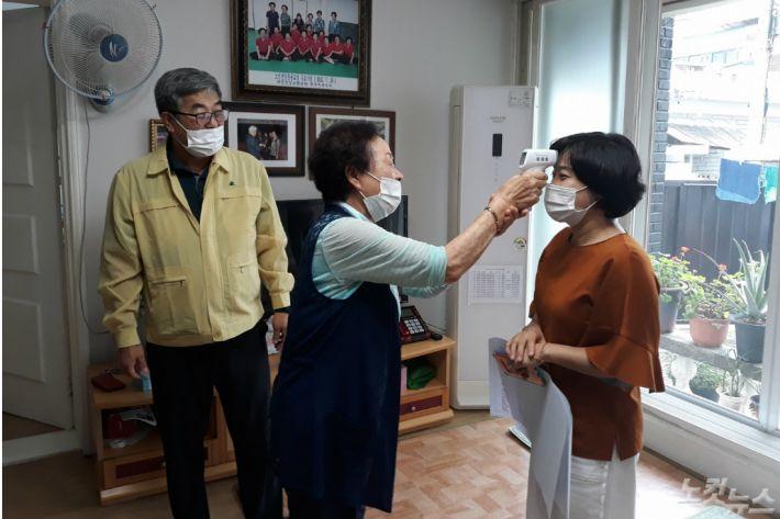청주시 경로당 운영 재개 점검 (사진=청주시 제공)