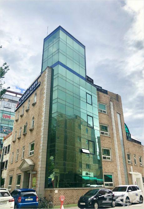 서울 송파구에 위치한 주님기쁨의교회 비전센터.