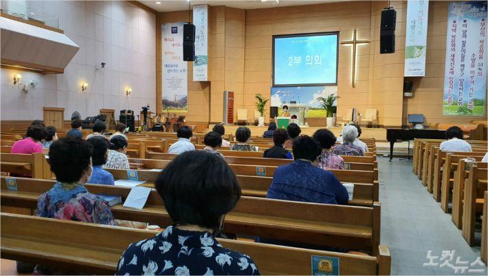 지난 13일, 모리아교회에서 부산서지방회 회원들이 8월 정기 월례회를 진행하고 있다.