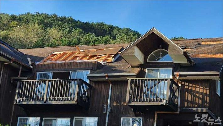 태풍 '마이삭'의 영향으로 아동숙사의 지붕이 뜯겨져 나가 운영에 어려움을 겪고 있다.