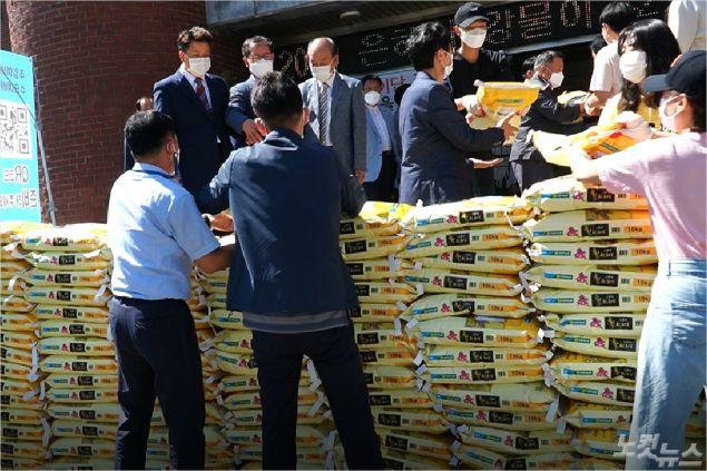 포항대도교회 성도들은 이번 '사랑의 쌀 나눔'을 위해 가장 많은 쌀을 모았다. (사진=포항CBS)