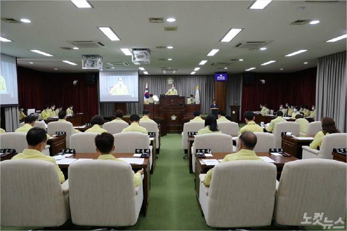 지난 8일 익산시의회에서 진행된 제230회 임시회 모습. (사진 = 익산시의회 제공)