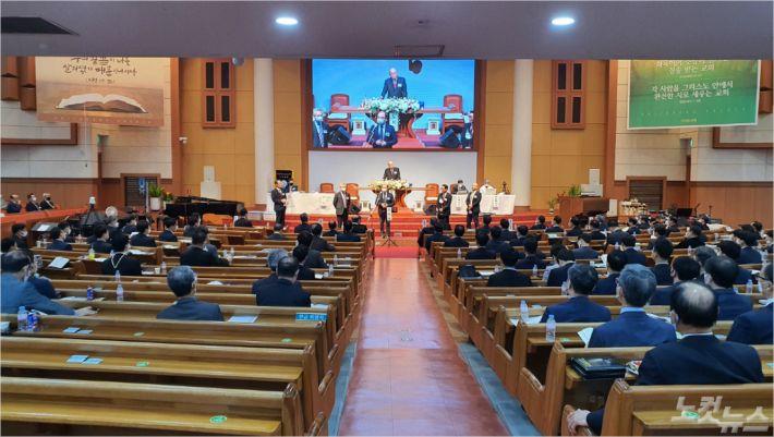 지난 12일, 사직동교회에서 부산중부노회 정기노회가 진행되고 있다.