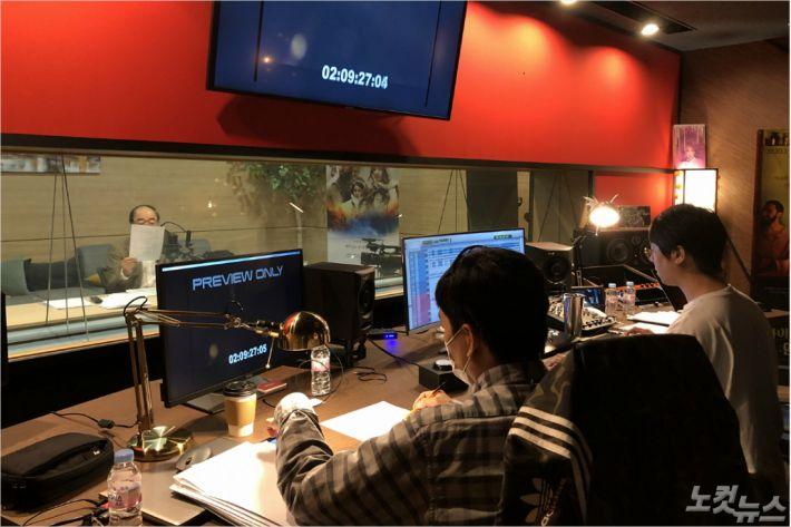 지난 13일, 서울 강서구 플레이그라운드에서 진행 된 영화 '가나의 혼인잔치 : 언약' 내레이션 녹음.