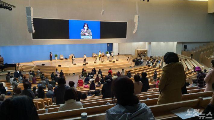 지난 26일, 부전교회에서 마마클럽이 11월 기도회를 진행하고 있다.