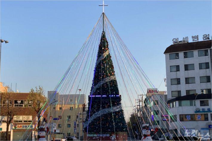 강릉시기독교연합회가 29일 성탄트리점등예배를 드렸다.(사진=강원영동CBS)