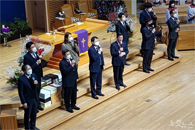 포항중앙교회 목회자들이 13일 1부 주일예배에서 찬양하고 있다. (사진=자료사진)