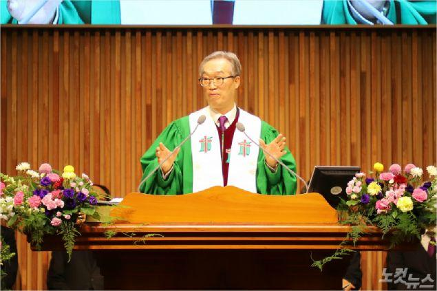 직전총회장 김태영 목사는 '야긴과 보아스'를 제목으로 설교했다. (사진=포항CBS)