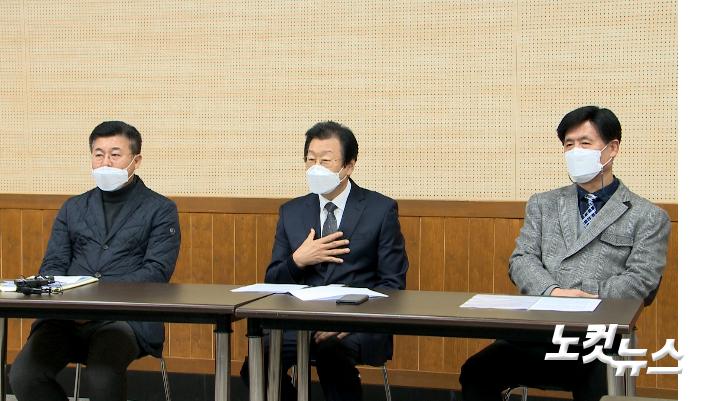 지난 4일, 부산영락교회에서 윤성진 목사가 기자회견을 진행하고 있다.