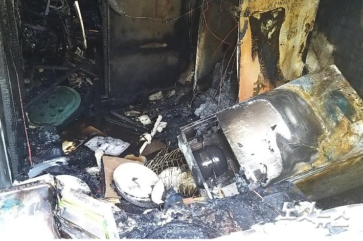 14일 오후 3시쯤 부산 부산진구 한 1층짜리 주택에서 불이 나 30분 만에 꺼졌다. 이 곳에서 고양이 20마리가 발견됐다. 부산소방 제공