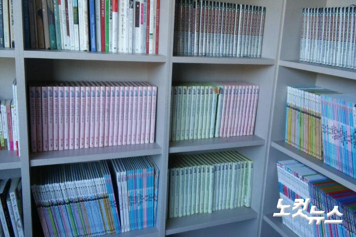 연곡면 교회연합봉사단체 가로등은 연곡면 작은 도서관에 신앙서적등 각종 도서와 생필품등을 채워 지역민들이 이용할 수 있도록 하고 있다. 가로등 제공
