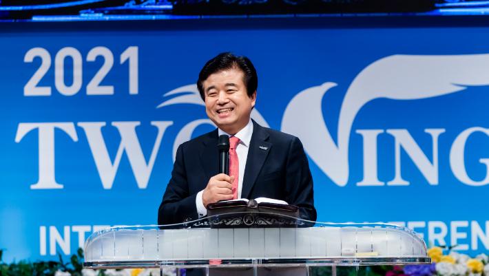 지난 18일부터 진행된 2021두날개국제컨퍼런스에서 김성곤 목사가 말씀을 전하고 있다.