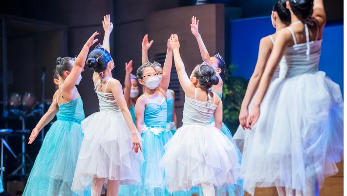 풍성한교회 다음세대들이 어린이 발레 워십 공연을 펼치고 있다.