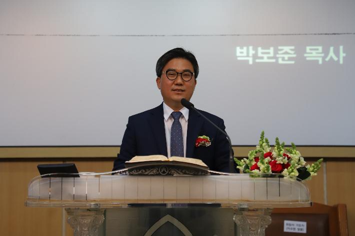 석병교회는 2일 60주년 기념 박보준 목사(사진)위임과 은퇴, 취임, 임직예배를 드렸다. 포항CBS