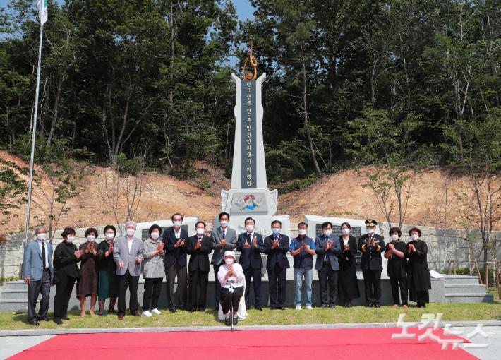 울산시는 10일 중구 약사동 세이골공원에서 '한국전쟁 전·후 울산지역 민간인 희생자 위령탑 제막식'을 열었다. 울산시 제공