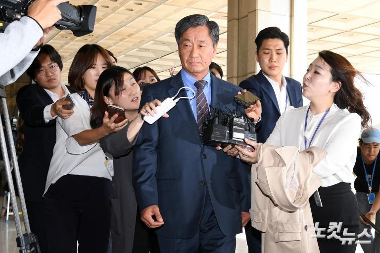 이종명 전 국정원 3차장, 피의자 신분 검찰 출석