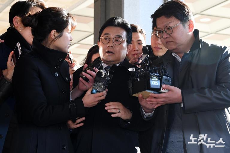 전병헌, '롯데 3억 뇌물 혐의' 피의자 신분 검찰 출석