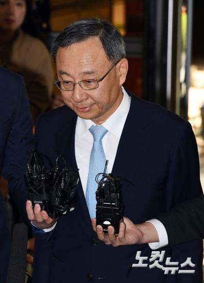 '정치자금법 위반 혐의' 황창규 KT 회장 경찰 소환