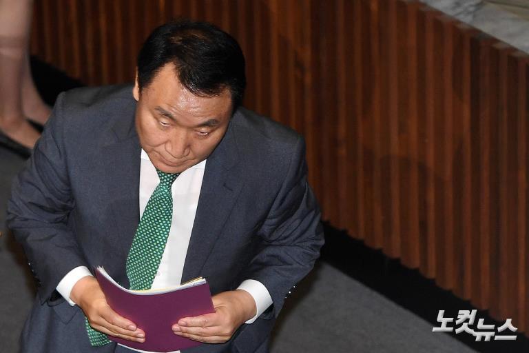 자유한국당 염동열-홍문종 의원 체포동의안 부결, 방탄국회 논란