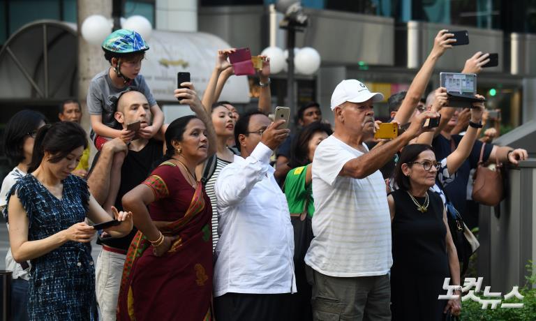 '싱가포르 국민들의 관심'