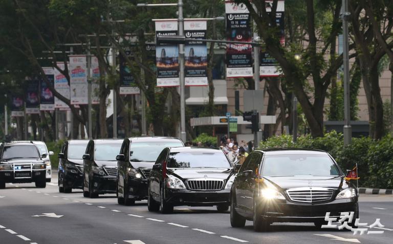 회담장으로 향하는 북미 정상 차량행렬