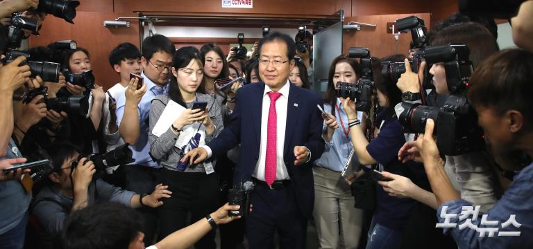 6·13 지방선거 참패, 자유한국당 홍준표 당 대표직 사퇴