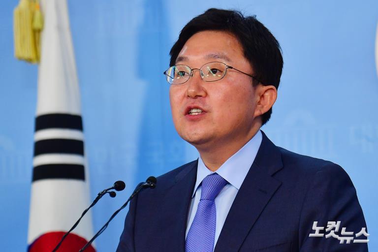 자유한국당 김용태 사무총장, 전원책 조강특위 위원 해촉 발표