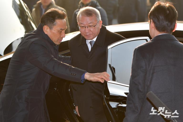 양승태 전 대법원장, 전직 대법원장 최초 피의자 신분 검찰 출석