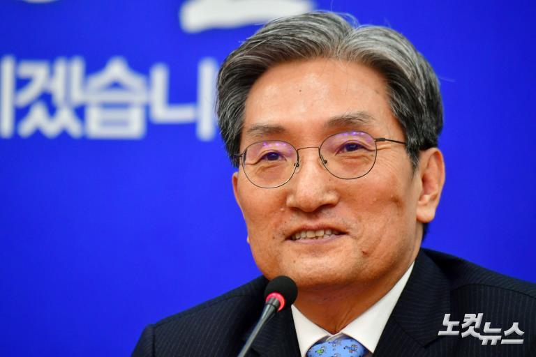 신임 노영민 대통령비서실장과 강기정 정무수석, 민주당 이해찬 대표 예방
