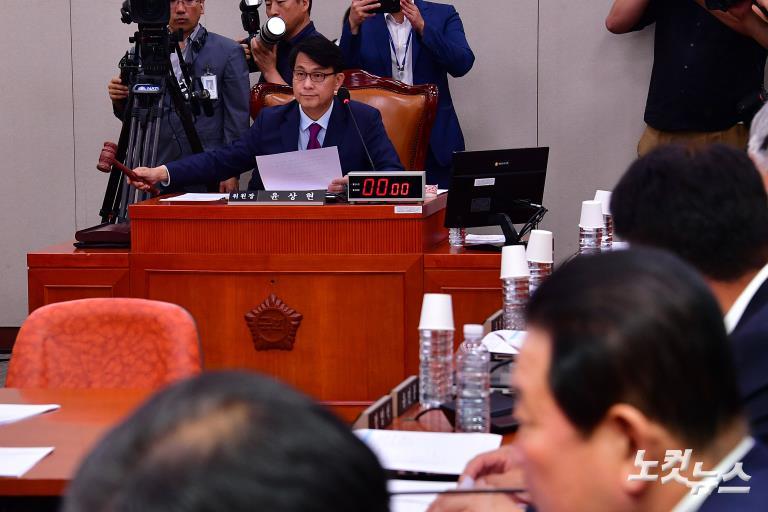 국회 외통위, 日 수출규제 철회 촉구 결의안 채택