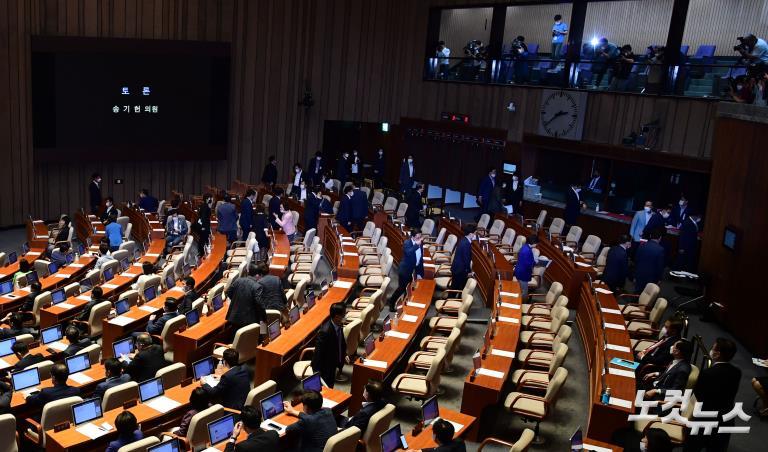 임대차2법 국회통과..통합당 불참