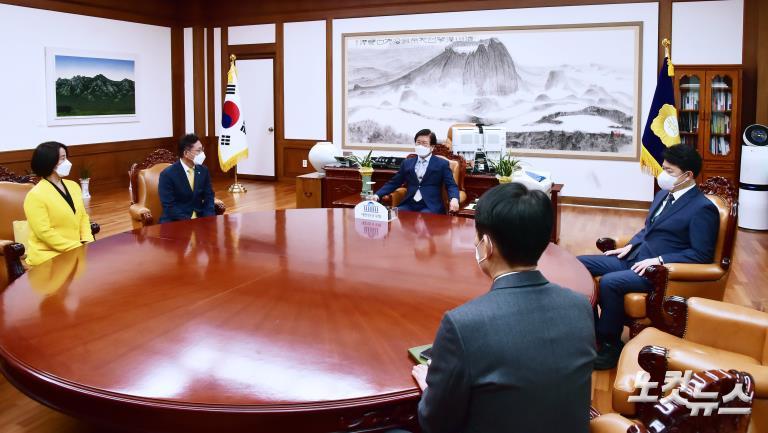 박병석 국회의장 예방한 배진교 정의당 신임 원내대표