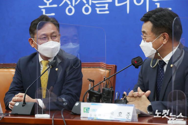 민주당 윤호중 원내대표 찾은 정의당 배진교 원내대표
