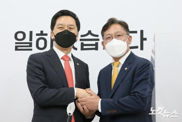 국민의힘 김기현 대표 권한대행 겸 원내대표 찾은 정의당 배진교 신임 원내대표