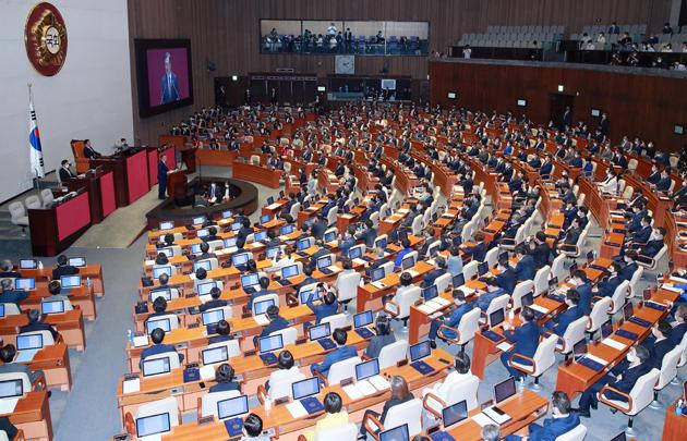 민주 33.4% 통합 36.5%…탄핵국면후 첫 역전