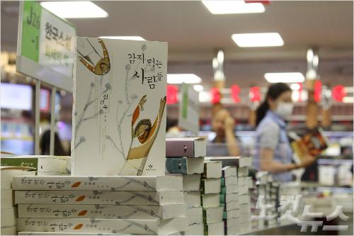 '십자포화' 신경숙 뒤에 숨은 3대 문학출판사