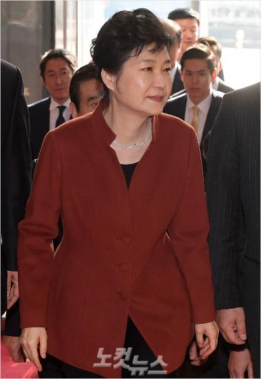朴 대통령 반박문에서 왜 북한 방송이 떠오를까요?