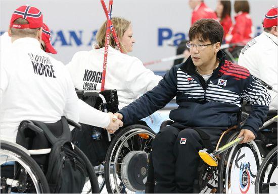 韓 휠체어 컬링, 노르웨이의 '벽'에 또 막혔다