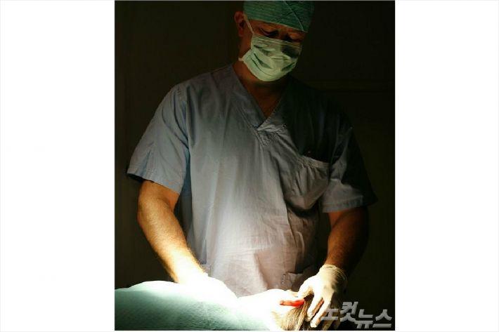 영업사원이 수술해도 자격정지 3개월이 고작…솜방망이 처벌