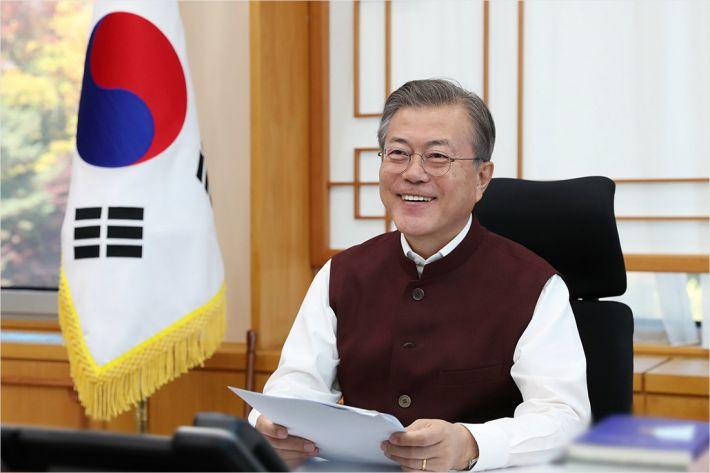 문 대통령, 아세안·APEC 참석, 시진핑·펜스 만나 비핵화 논의할 듯