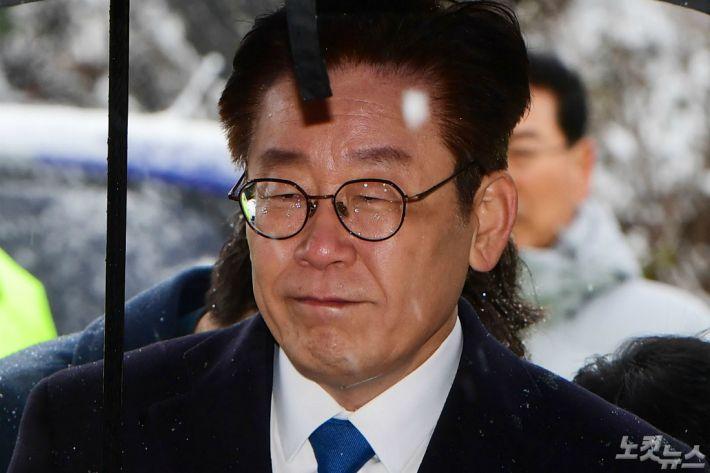 """민주 """"이재명 '백의종군' 수용…재판결과 지켜보겠다""""(종합)"""