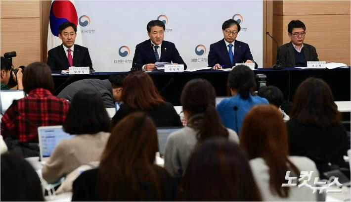 """""""재정 대책 빠진 국민연금 개편안, '악역'하기 싫은 정부"""""""