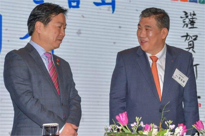 """홍종학 """"대기업 잘되고, 맛집만 가고...'악순환' 깨겠다"""""""