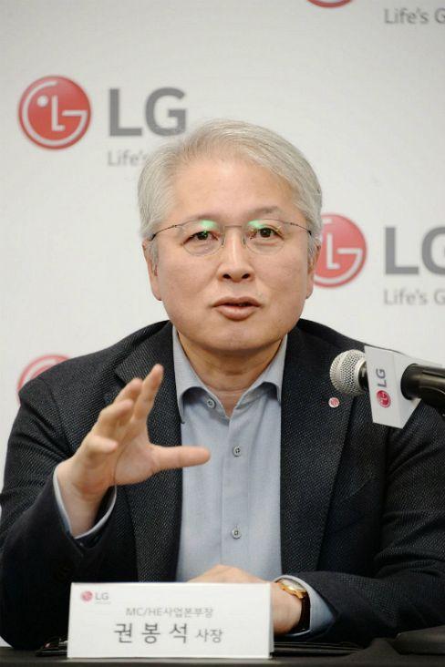 "LG 권봉석 사장 ""롤러블TV 다음은 롤다운과 대형화"""