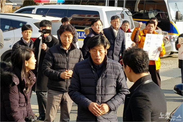 경찰, '가이드 폭행' 예천군의원 기소의견 검찰 송치