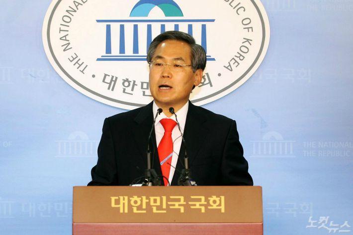 """""""취업청탁 사기""""…부동산업체 대표, 우윤근 대사 檢 고소"""