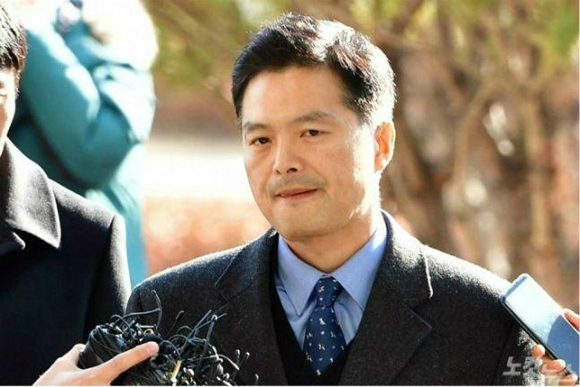 김태우 전 수사관, 검찰 출석…이언주·이준석 동행