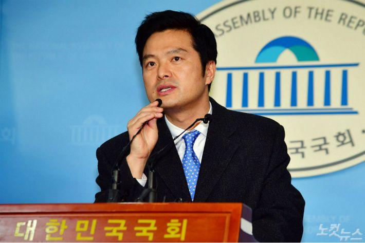 '공무상 비밀누설' 김태우, 검찰 2차 소환 조사